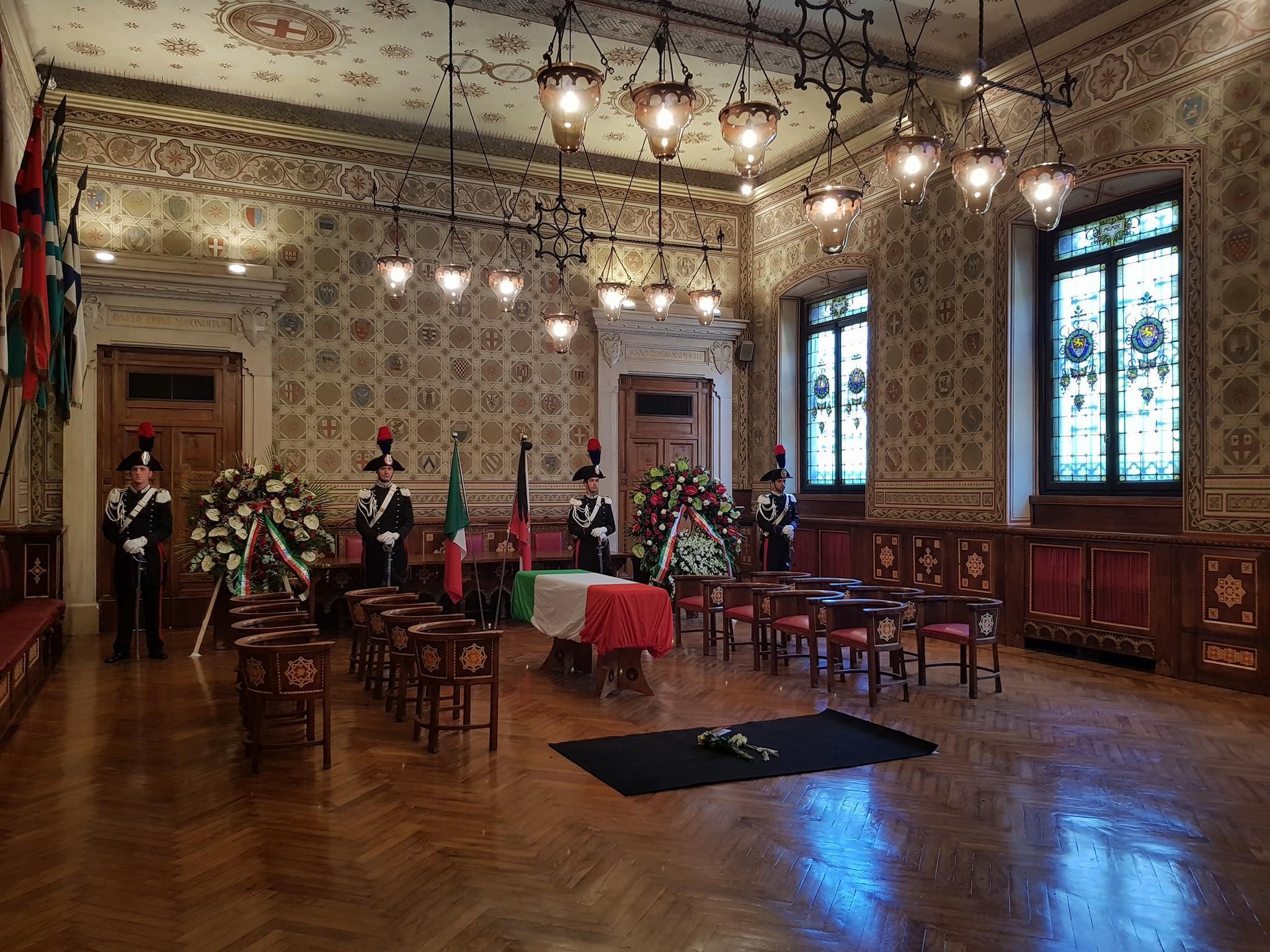 Attentato a Barcellona, chiesa Legnano gremita per l'ultimo saluto a Bruno Gulotta