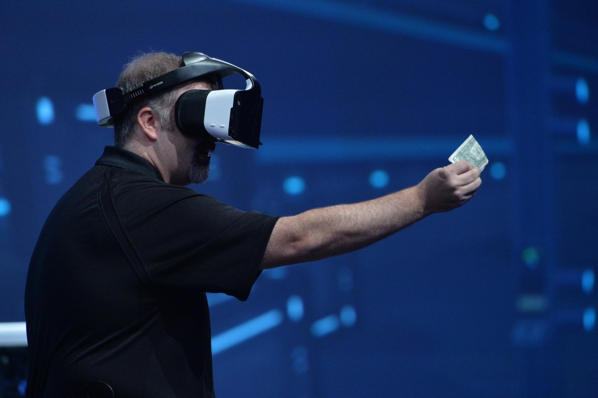 Intel: realtà virtuale senza cavi e controller con Project Alloy