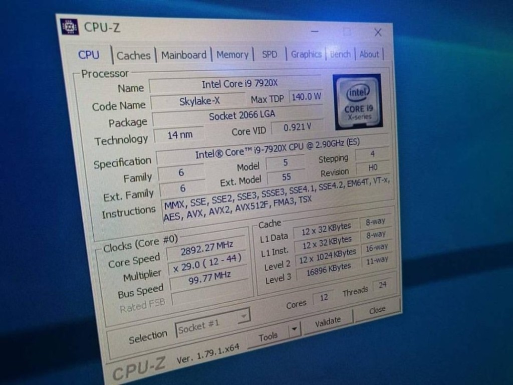 Intel Core i9 7920X CPU 1030x773