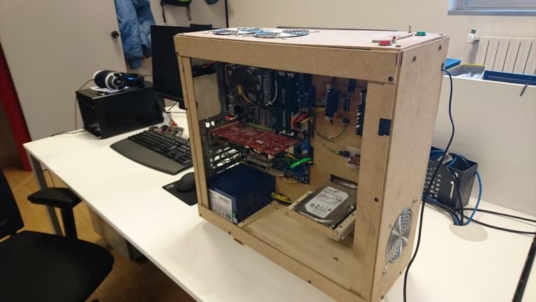 Pc in legno fai da te il progetto di un giovane geek italiano tom 39 s hardware - Costruire un mobiletto ...