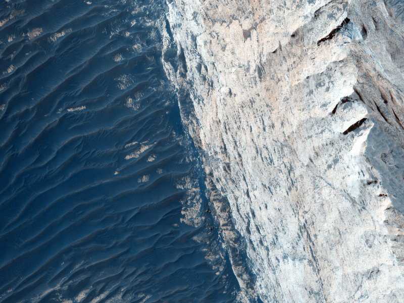 Layers and Fractures in Ophir Chasma  4 nov