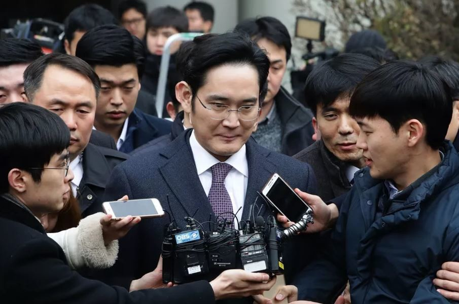 Corea del Sud, il vicepresidente Samsung condannato a 5 anni per corruzione