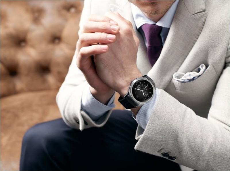 Pochi giorni fa LG ha deciso improvvisamente di annullare il lancio ufficiale del nuovo smartwatch Watch Urbane 2nd Edition LTE e di ritirarlo dal mercato. Inizialmente l'azienda coreana non ha […]