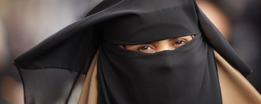 """iPhone X discrimina il burka"", social arabi contro Face ID"