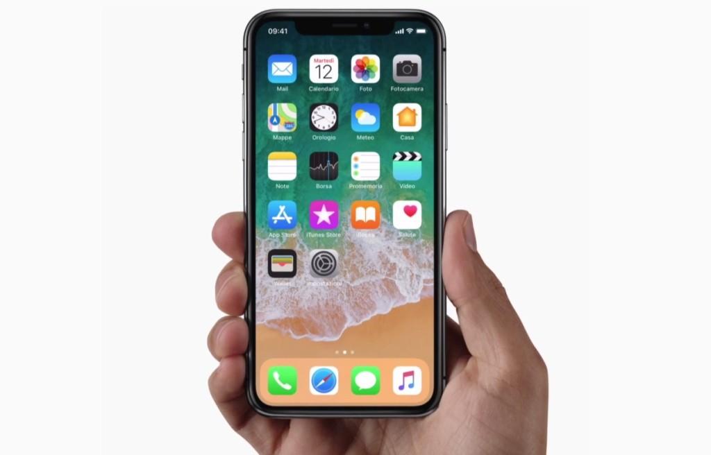 IPhone X in arrivo negli store: l'attesa è finita