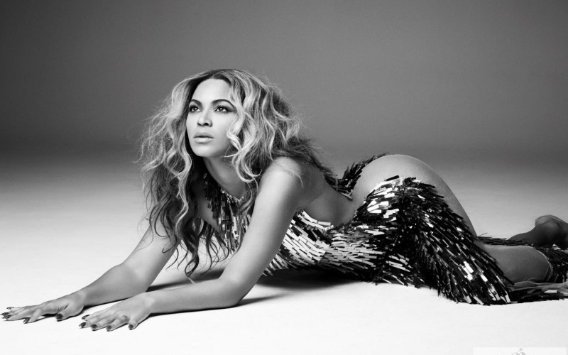 Beyonce Mrs Carter tourbook beyonce 34487090 1440 900
