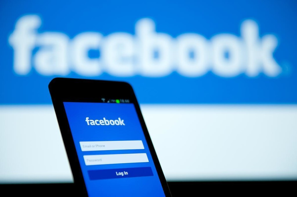 Facebook: rivoluzione ricavi pubblicitari, addio Irlanda