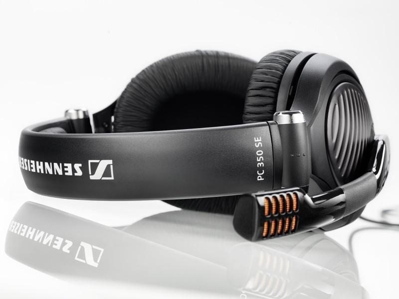Nella stessa fascia di prezzo vi segnaliamo le cuffie wireless Logitech  G930 con audio Dolby Surround 7.1 a 99 f9ae9cedff37