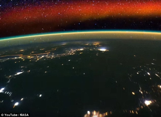 32DEE7DD00000578 3524811 A new time lapse video from Nasa provides an astronaut s view of a 13 1459871752007