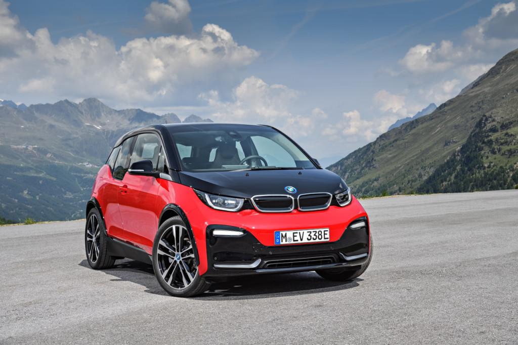 Parcheggio gratuito per le auto elettriche e ibride
