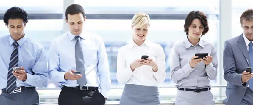 business people with smartphones 1140x445 670x280