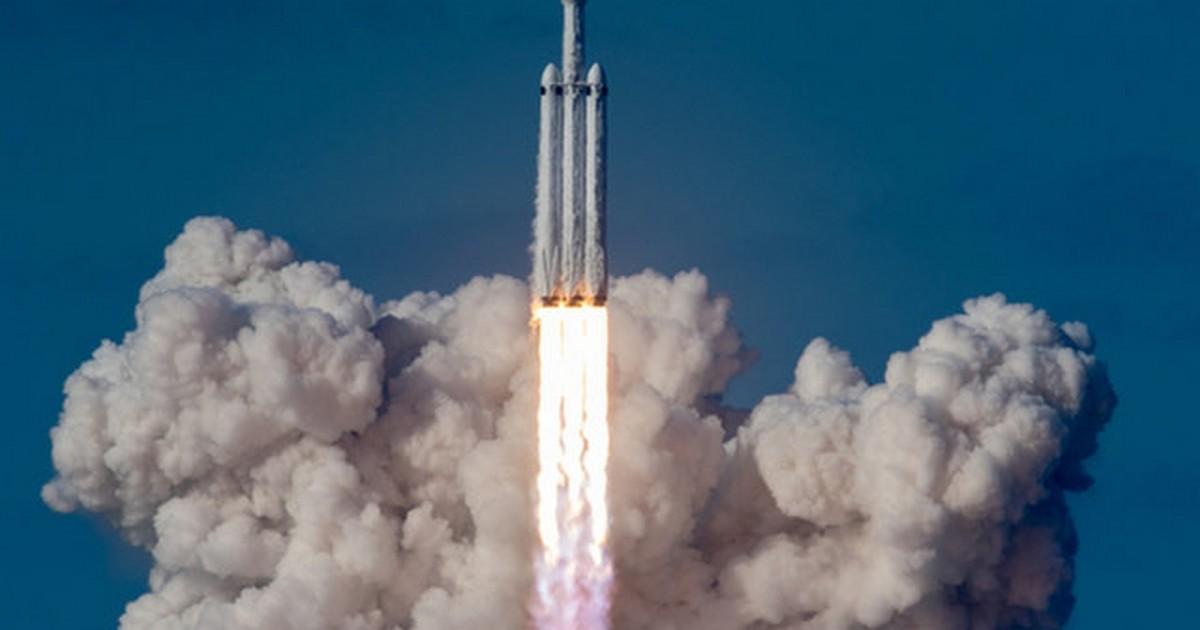 """Musk promette un """"grande boom"""" al lancio del Falcon Heavy"""