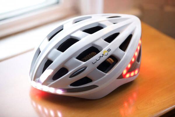 Casco da bici con led accelerometro e frecce toms hardware
