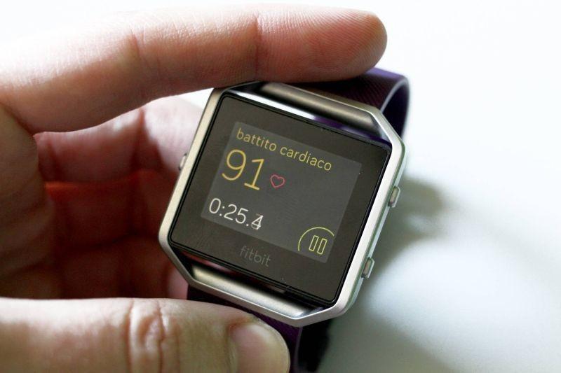 Il Fitbit per pagare il caffè, senza aprire il portafogli