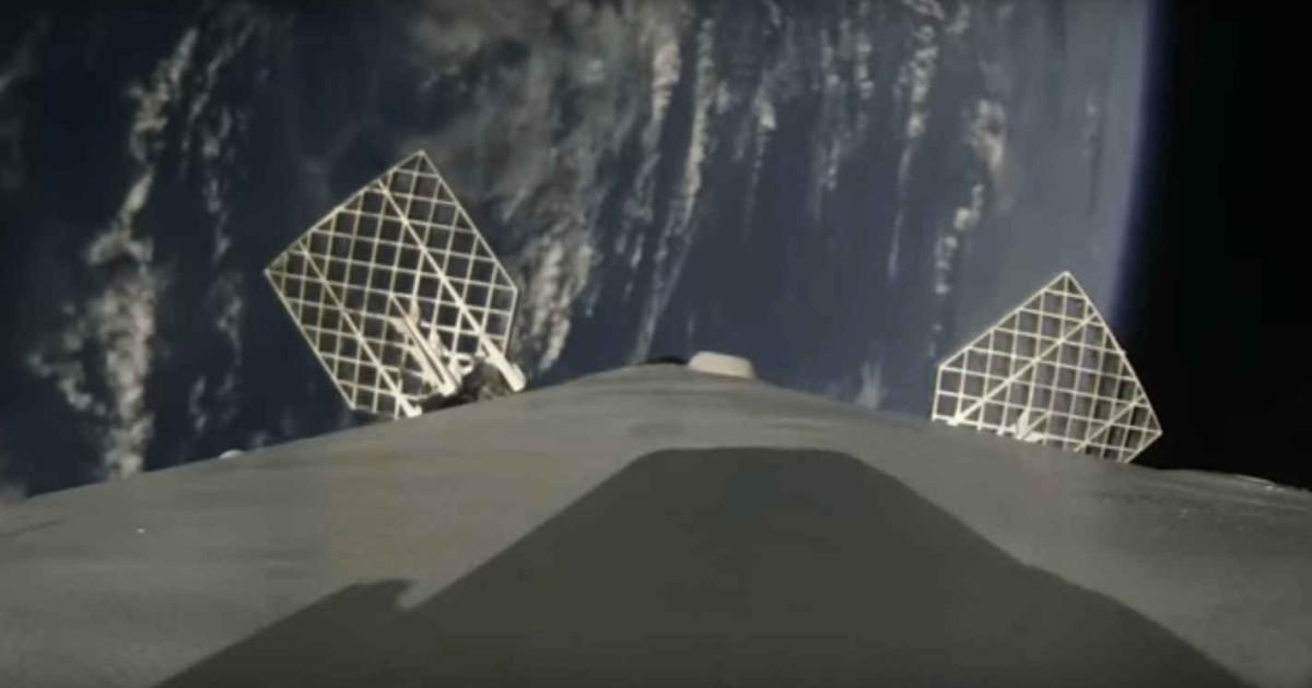 SpaceX Falcon 9, guardate l'atterraggio ripreso dal razzo!