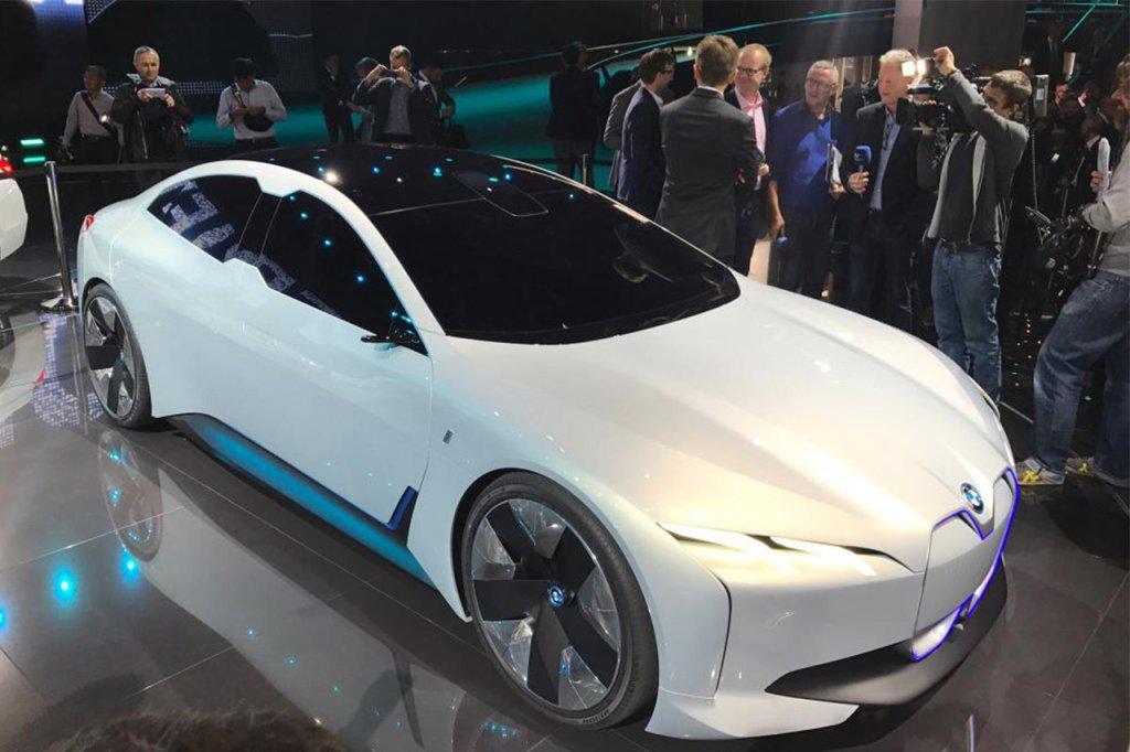 Tesla Model S richiami per 123 mila modelli
