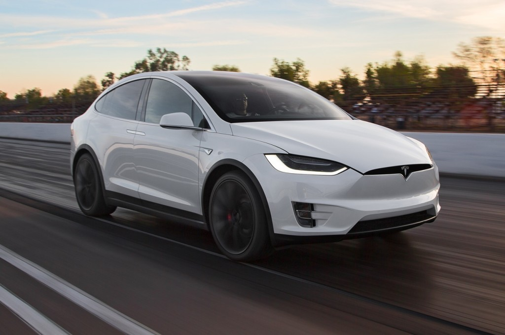 2016 Tesla Model X P90D front three quarter in motion e1459357719515