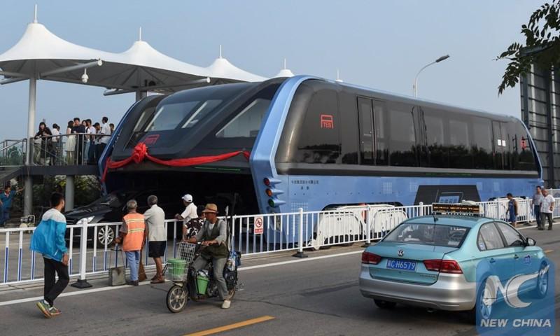 Cina, è realtà l'autobus che risolve i problemi del traffico   MotorLabs