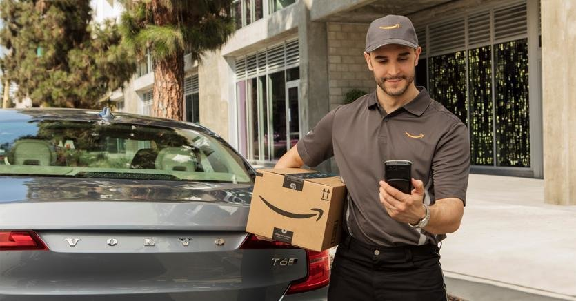 227710 Volvo Cars adds in car delivery by Amazon Key to its expanding range of kJJE  835x437@IlSole24Ore Web