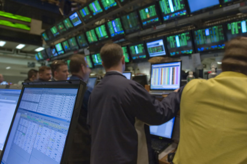 stock traders monitors shst