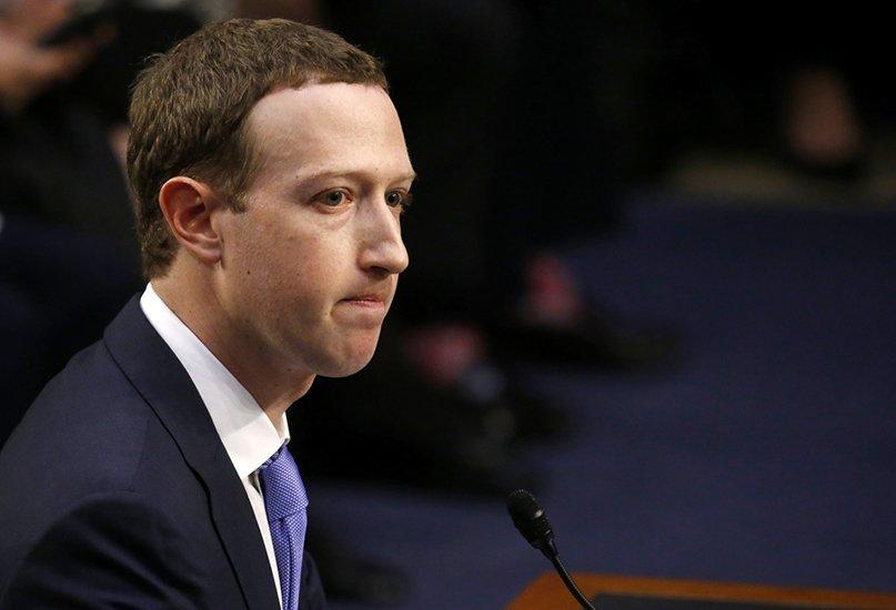 Uso improprio dati personali degli utenti, facebook sospende 200 app