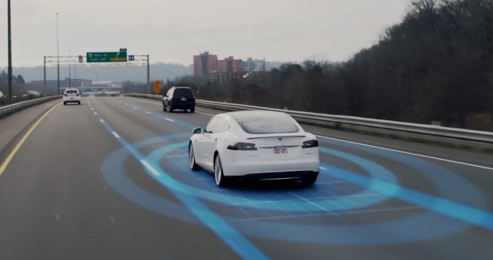 Dopo incidente, Tesla migliora sistema di auto-pilota