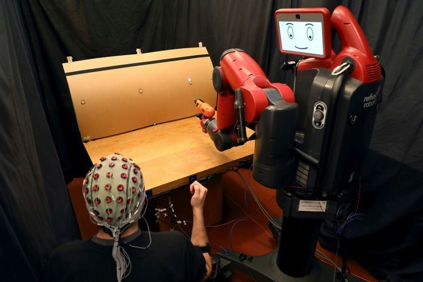 commanding robots with hand signals brainwaves mit csail