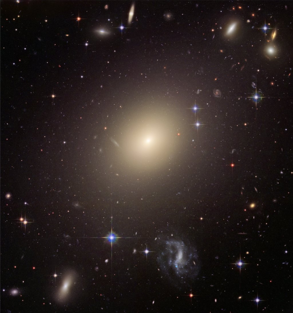 Abell S740, cropped to ESO 325 G004