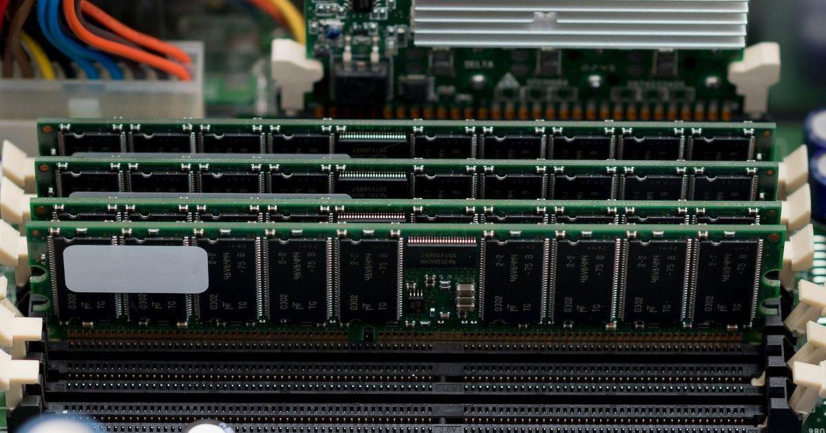 Prezzi DRAM in aumento, colpa della corsa alle scorte