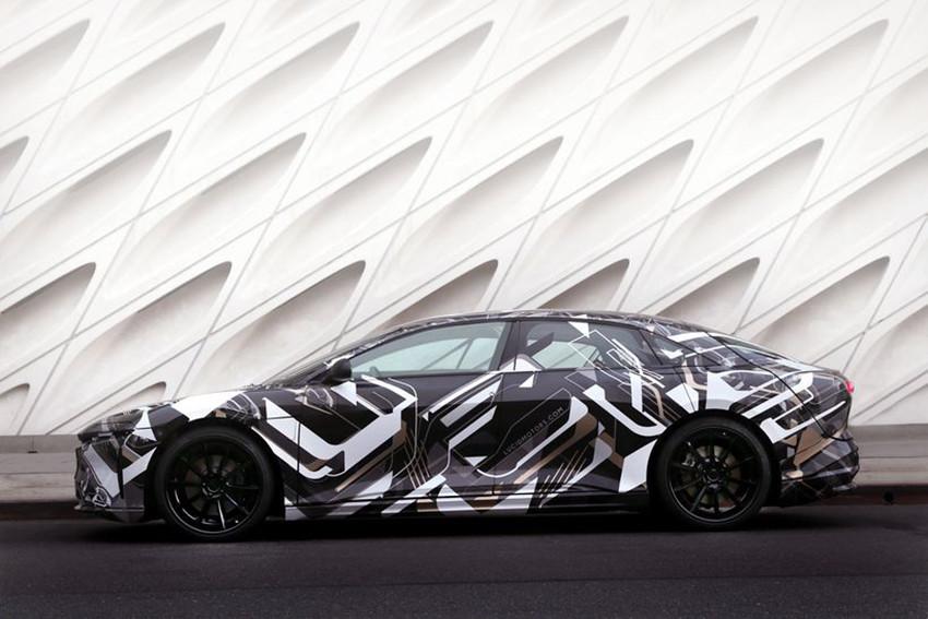 L'auto elettrica più veloce del mondo: tanta tecnologia e guida autonoma