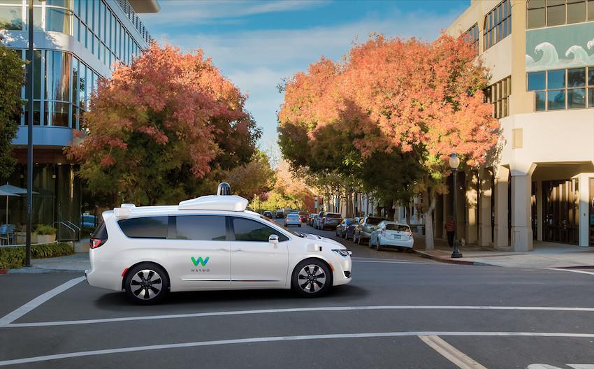 FCA: nuove auto a Waymo per la guida autonoma