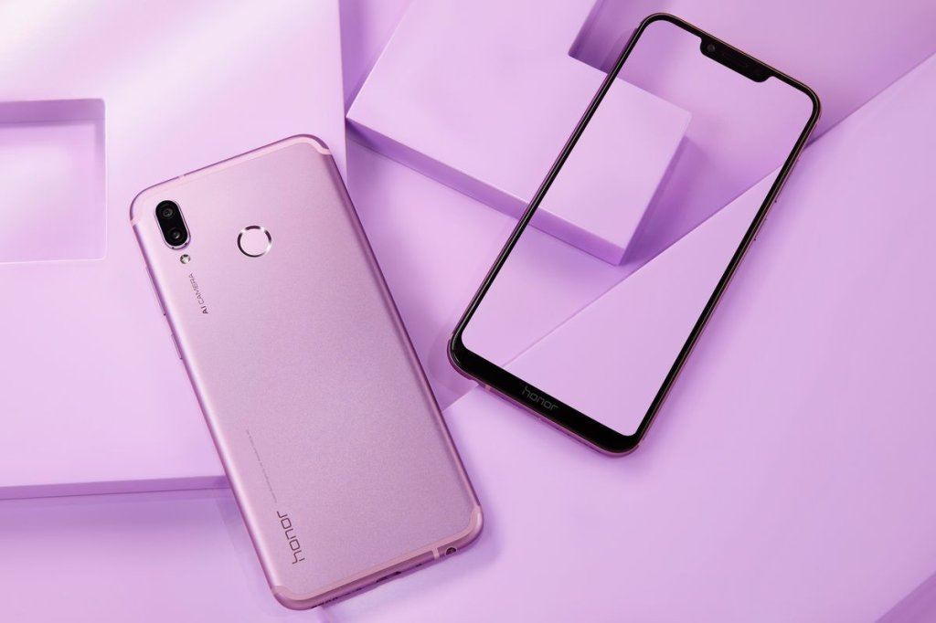 Honor Play Ultra Violet Lifestyle  6