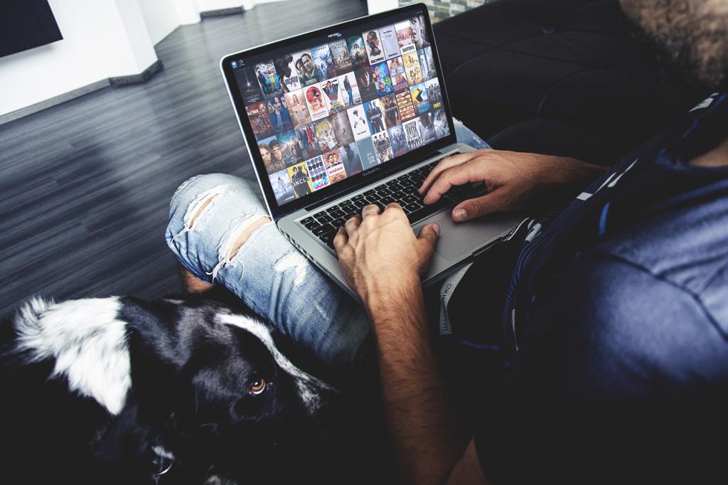 La Guardia di Finanza oscura 41 siti che trasmettevano film e sport