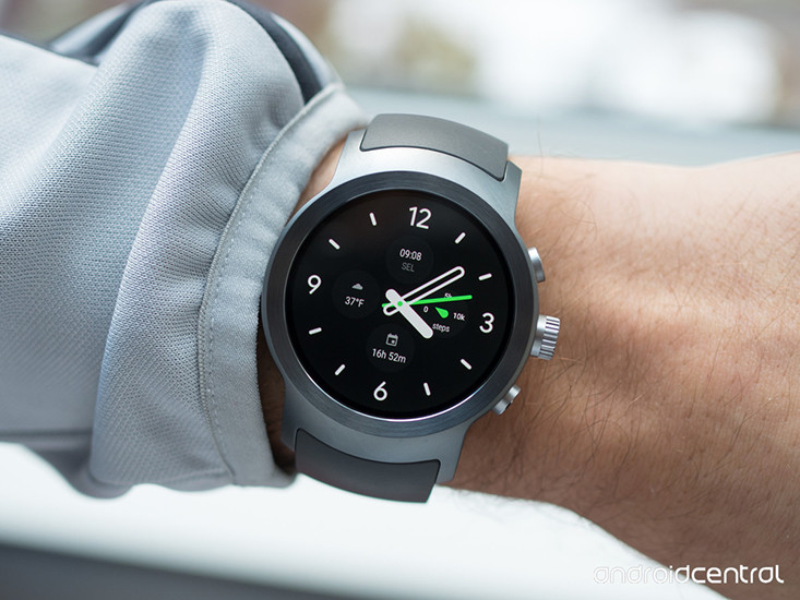 lg watch sport face on wrist