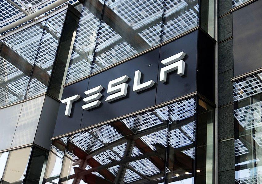 Elon Musk accusato di frode, a rischio la sua leadership di Tesla