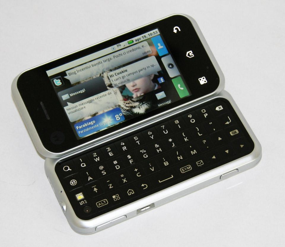 Motorola Backflip, QWERTY Keyboard, and Touchpad in One