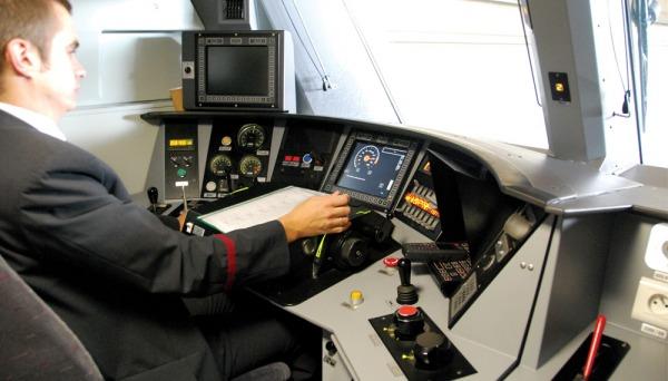 En la cabina de radio - 2 5