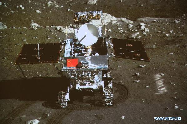 Le spettacolari immagini della Luna riprese dal rover Yutu