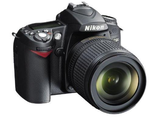 reflex Nikon D90 con obiettivo Nikkor 18/105VR