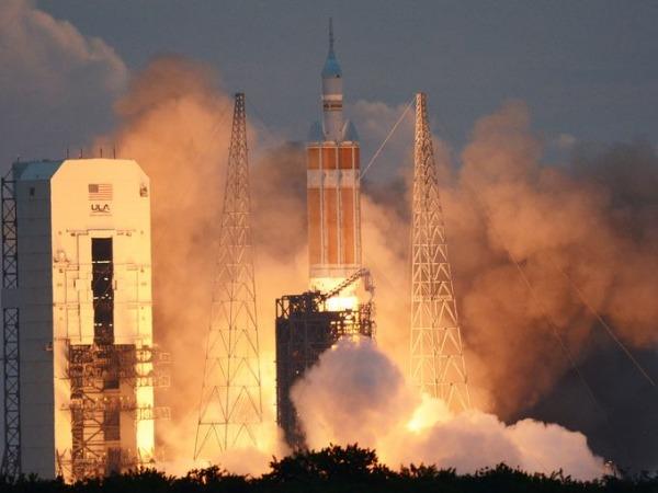 Orion e razzo Delta IV