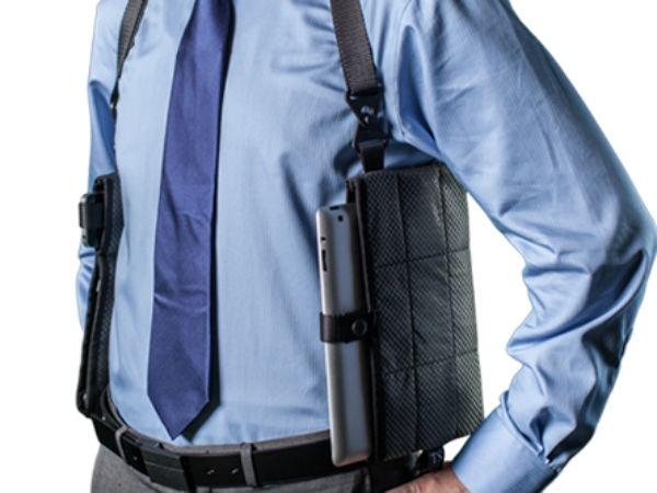 Smartphone e tablet nella fondina come la pistola tom 39 s - Porta pistola da spalla ...