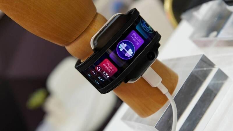 QnA VBage Nubia: lo smartwatch con display flessibile sarà presente al MWC 2019