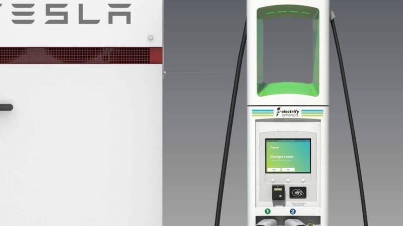 Stazioni di ricarica elettrica per auto con Tesla Powerpacks, per stivare l'energia quando costa meno