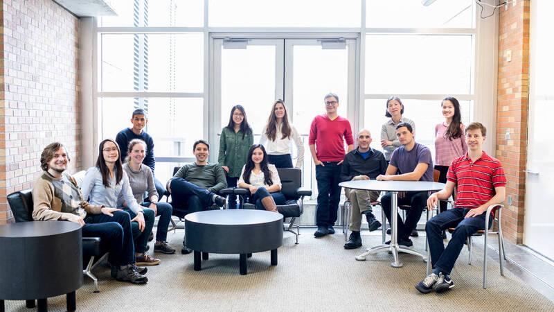 il team Molecular Information Systems per l'esperimento Microsoft con il DNA.