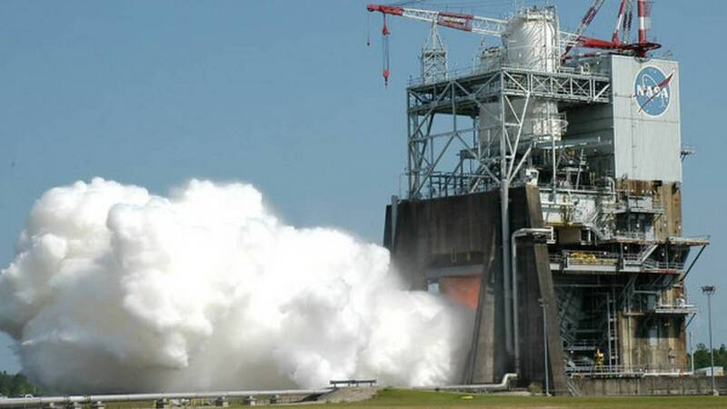 Il super razzo SLS della NASA costa troppo, la navicella Orion potrebbe essere lanciata con razzi SpaceX