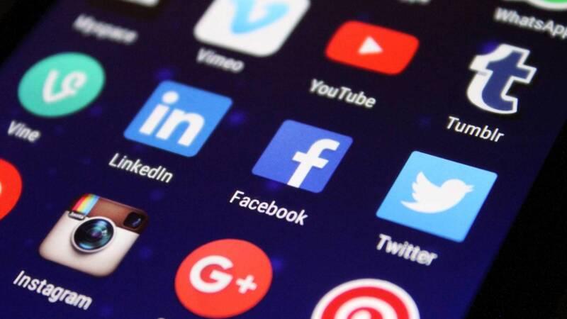 Blocchi e sospensioni sui social: cosa d …