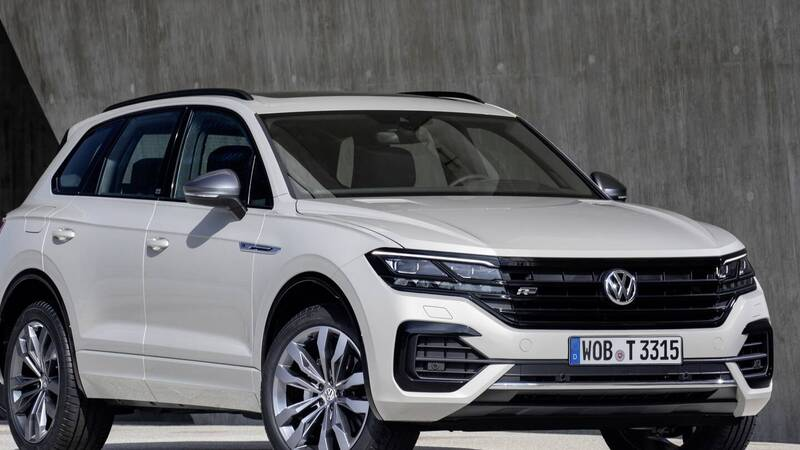 VW Touareg, the first SUV that can be parked with a smartphone