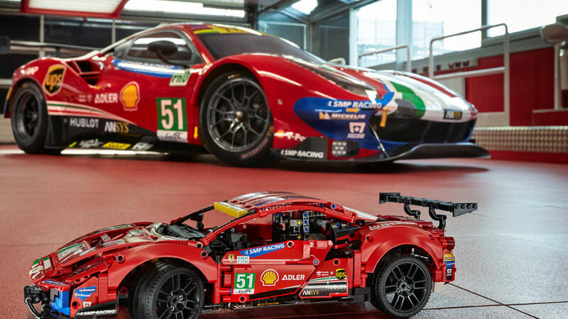 """LEGO Technic: the new LEGO Technic Ferrari 488 GTE """"AF CORSE # 51"""" set comes out of the pits and enters the track!"""