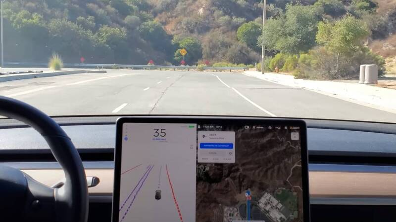 Tesla, Full Self-Driving put to the test with a U-turn