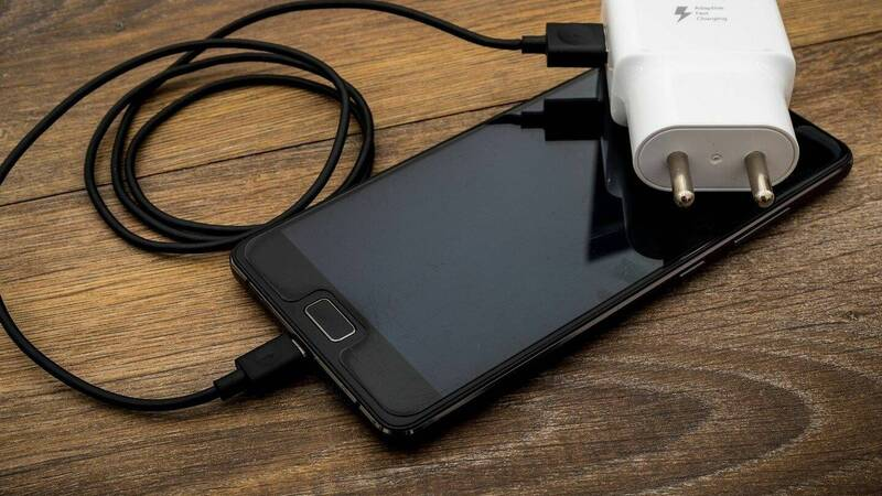 The best smartphone accessories to give for Christmas